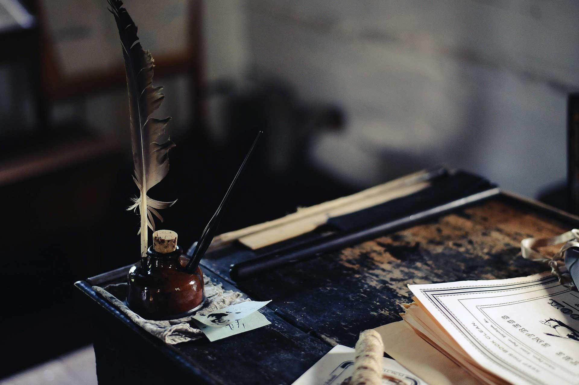 Eski Bir Masa Uzerinde Murekkep, Kalem ve Kagitlar