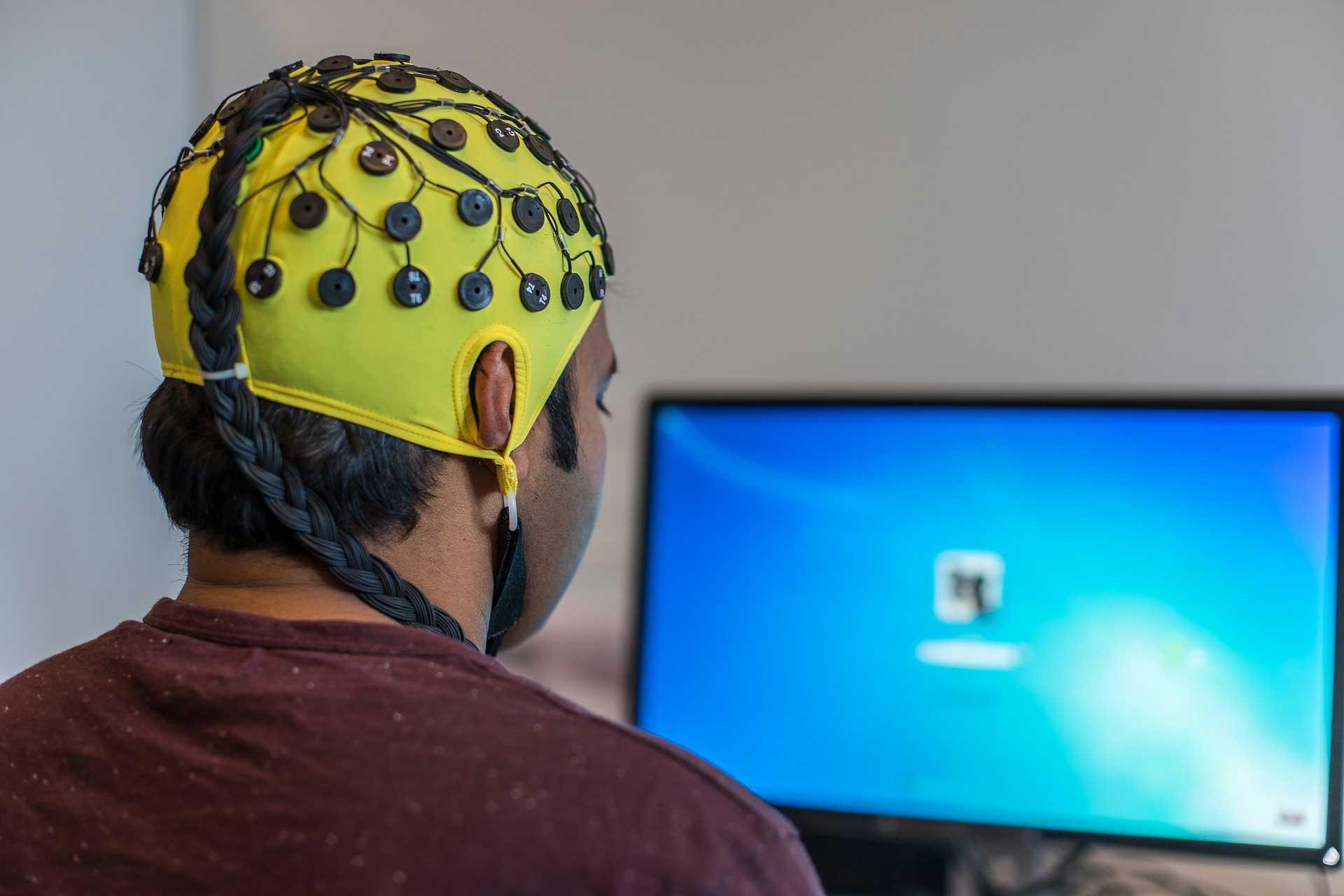 Beyin Aktivitelerini Inceleyen Baslik