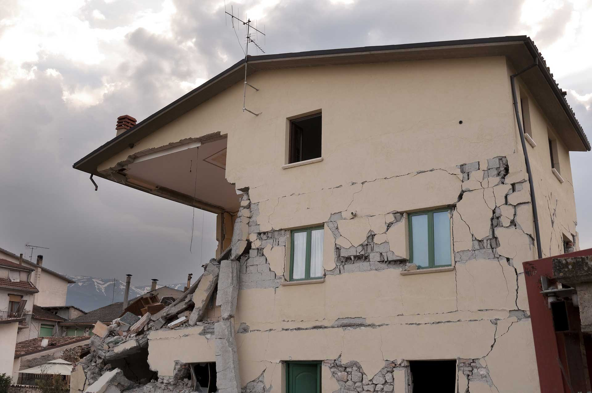 Depremde Yikilan Binalar