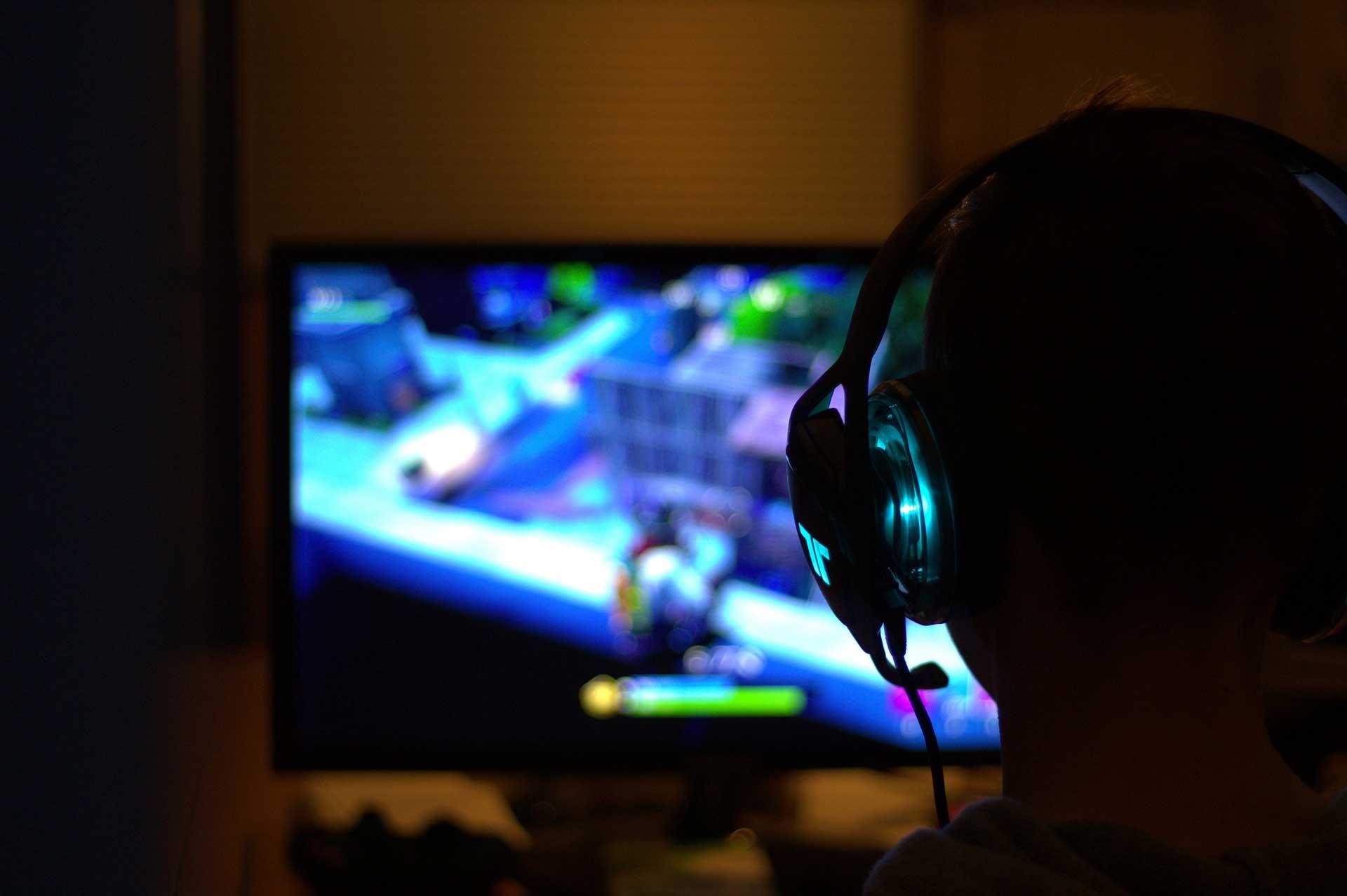 Bilgisayar Basindaki Bir Oyuncu